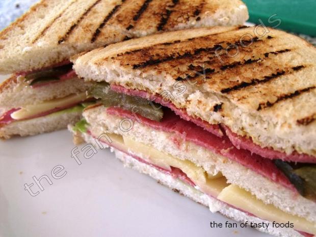 jambon & salamlı sandviç